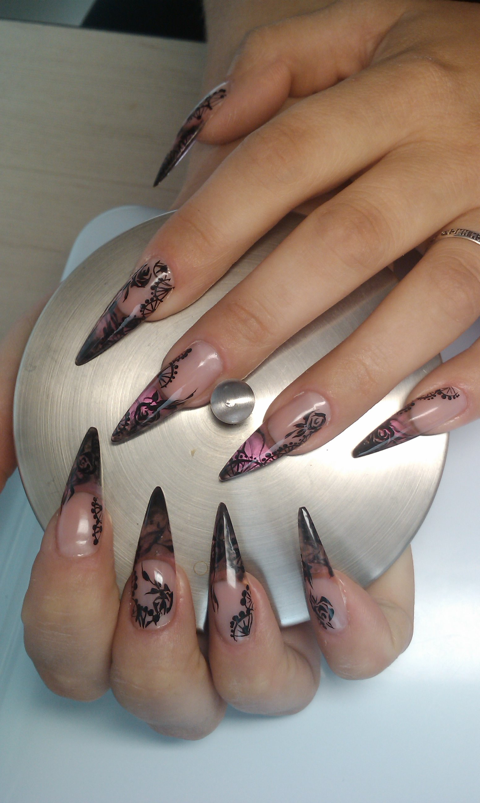 Фото ногтей формы стилетов